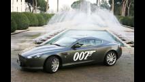 L'Aston di James Bond in giro per Roma