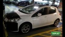 Novo Peugeot 308 é flagrado em shopping em SP - Fotos revelam acabamento interno