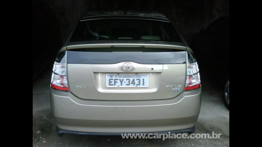 Exclusivo: Leitor flagra Toyota Prius no Brasil já com placas definitivas (cinzas)