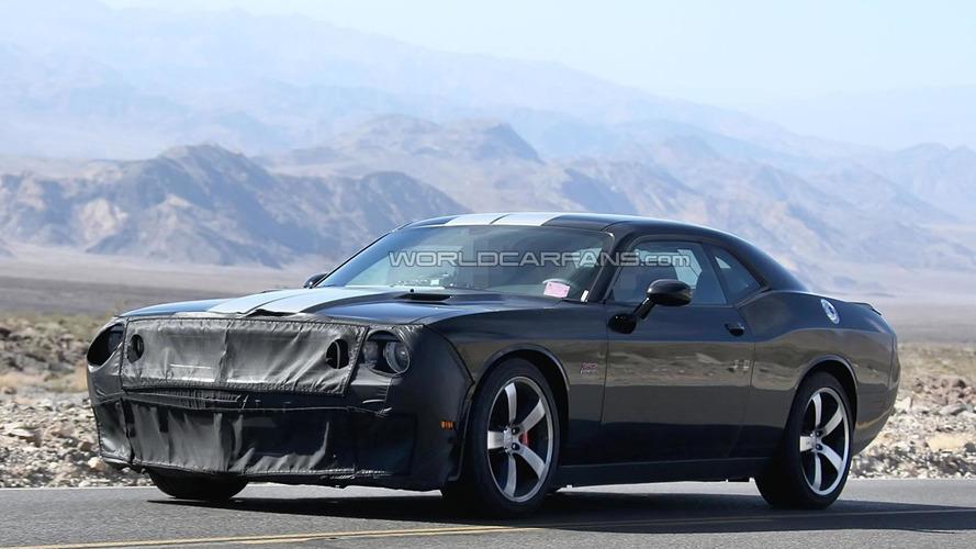 2015 Dodge Challenger SRT8 Hellcat spied testing
