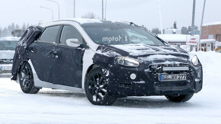 Hyundai i40 Wagon Facelift Spotted With Heavy Disguise