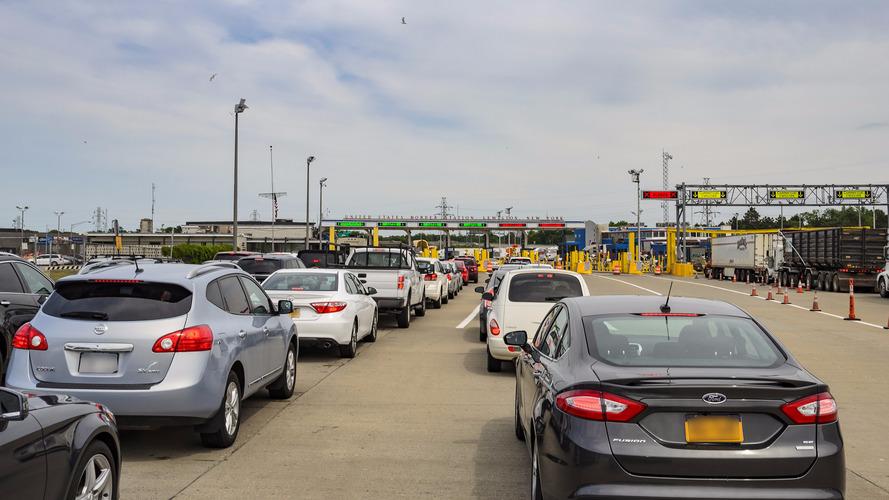 Egy mától hatályos rendelet miatt megnőhet a várakozási idő a határokon