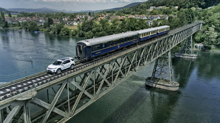 Land Rover Discovery Sport tows 100-ton train