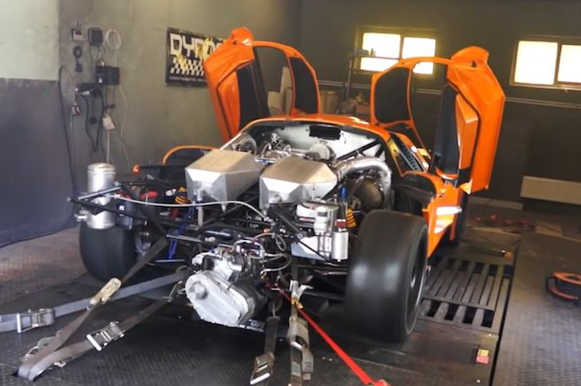 2,200-HP Saleen S7 Roars onto the Dyno