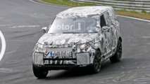 2017 Land Rover Discovery spy photos with interior