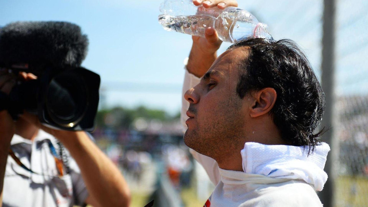 Felipe Massa keeps himself cool on the grid 28.07.2013 Hungarian Grand Prix
