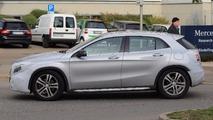 Makyajlı Mercedes-Benz GLA Serisi casus fotoğrafları