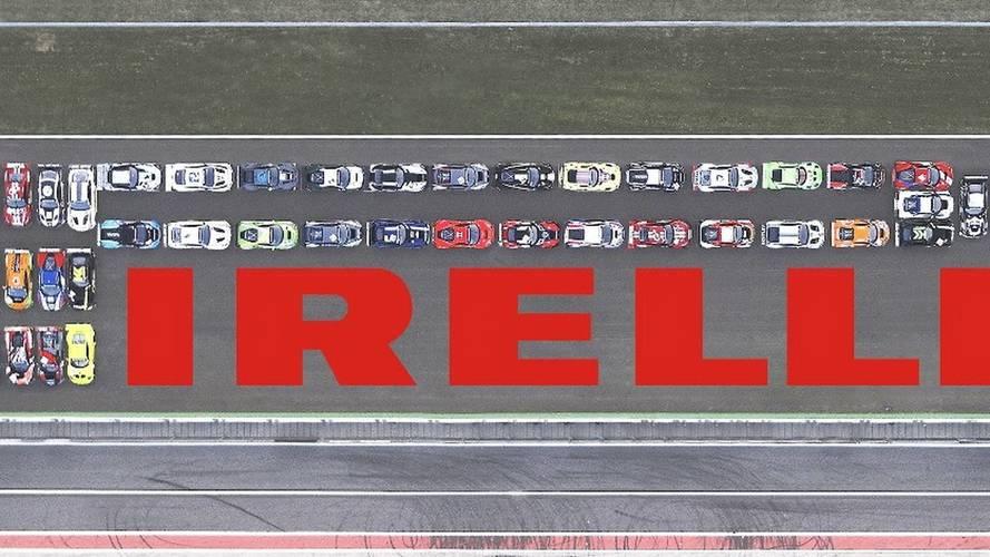 Pirelli recréée son logo avec 41 voitures de course