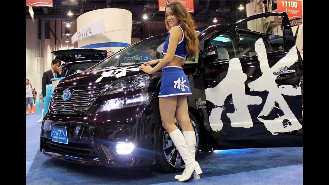 Bei diesem Girl sieht man auf den ersten Blick, dass sie zum Toyota-Van gehört