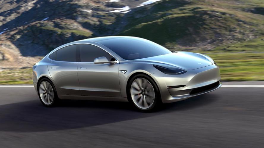 Tesla Model 3 açıklanandan iyi hızlanma performansına sahip