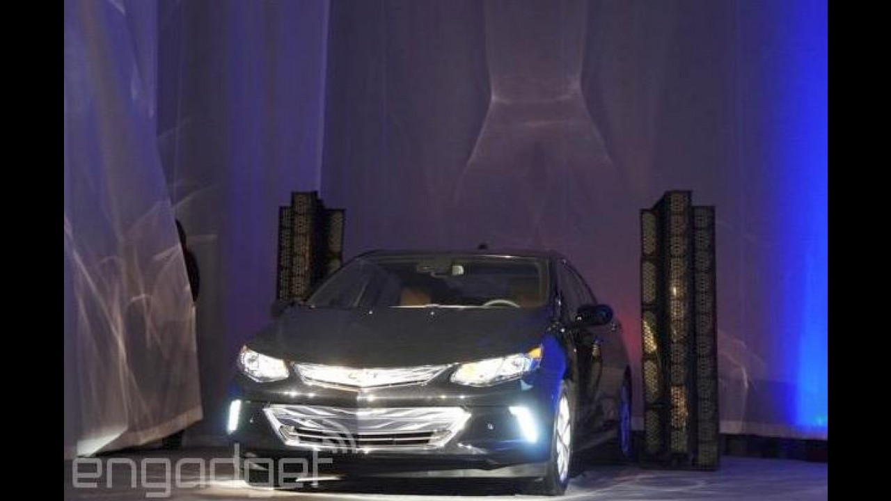 Nova geração do Chevrolet Volt aparece sem disfarces antes de Detroit