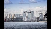 Nuova Jaguar XF, la presentazione funambolica