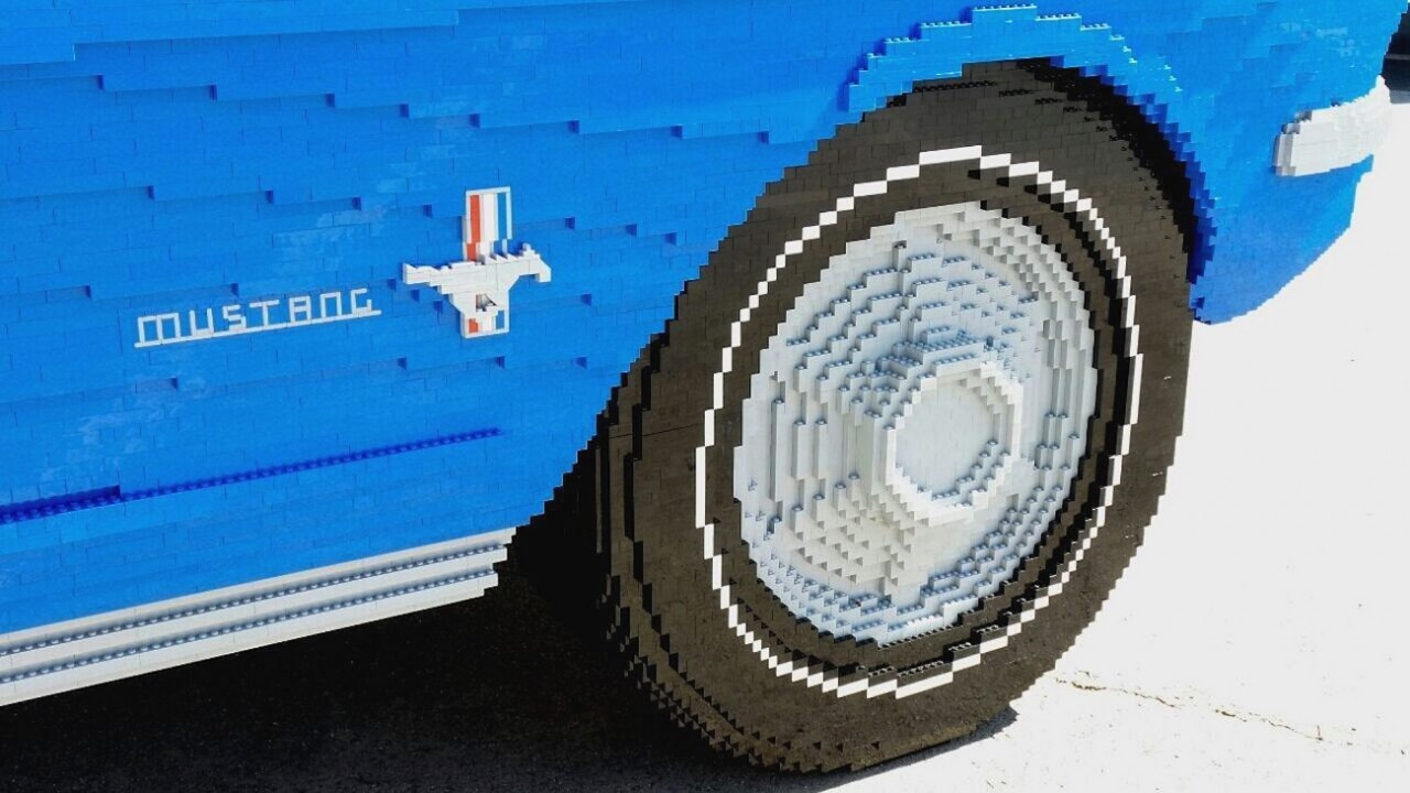 Mustang 1964 em tamanho real é feito com Lego nos Estados Unidos