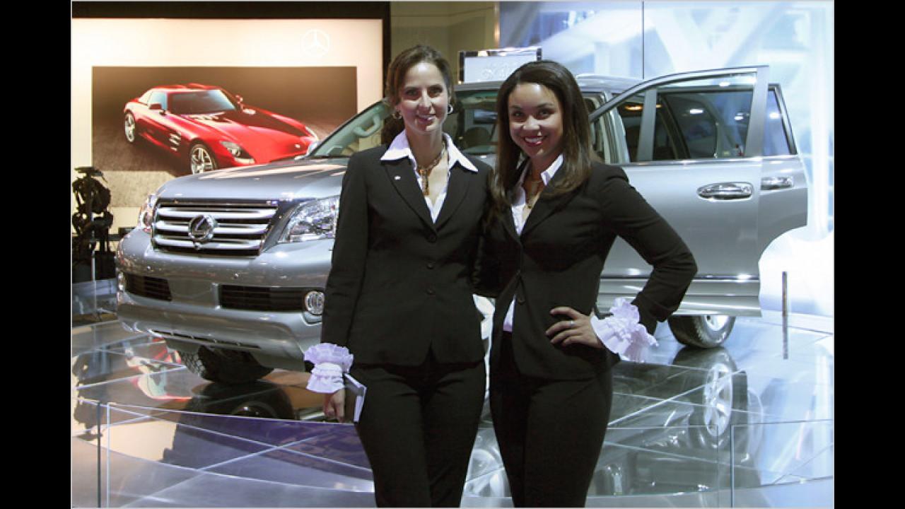 Lexus hat auch schöne Damen mitgebracht