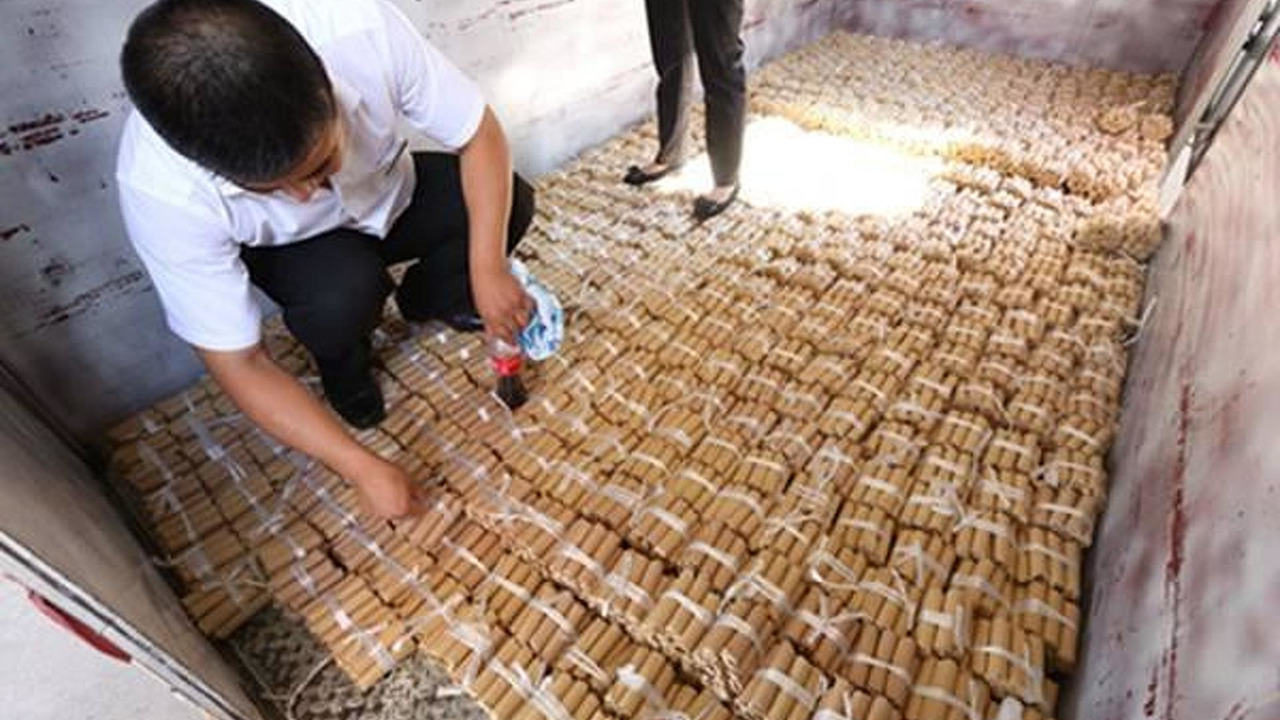 Chinese man buys car paying in coins