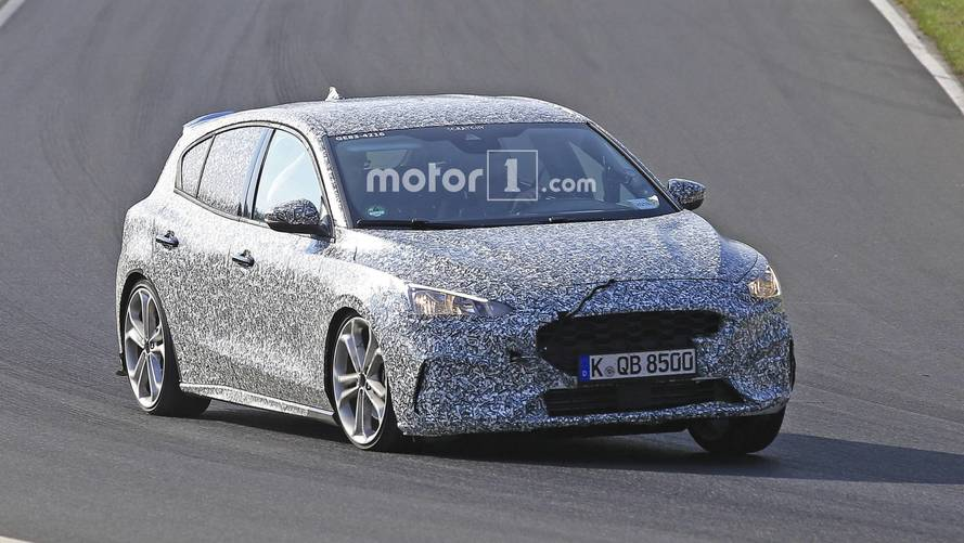 Hotter Ford Focus prototype spied – is it an ST or an RS?