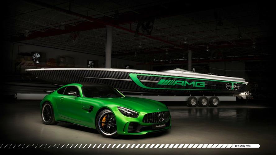 Mercedes-AMG - L'AMG GT R entre en mer !