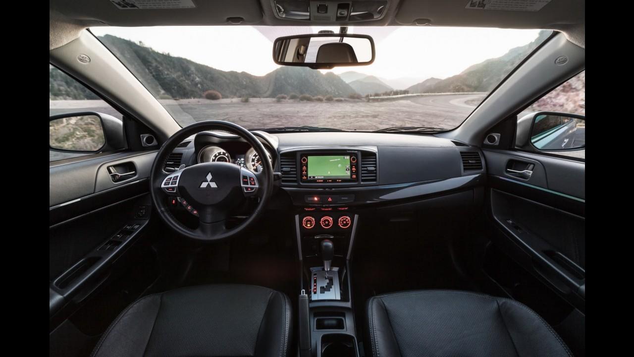 Mitsubishi Lancer ganha sobrevida e estreia facelift na linha 2016