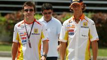 Fernando Alonso and Romain Grosjean, Bahrain Grand Prix 25.04.2009