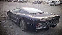 Jaguar XJ220 abandoned in the Qatari desert, 09.04.2010