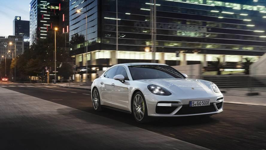 Un Porsche Panamera 2018, con Jacky Ickx de chófer, ¿qué sucederá?