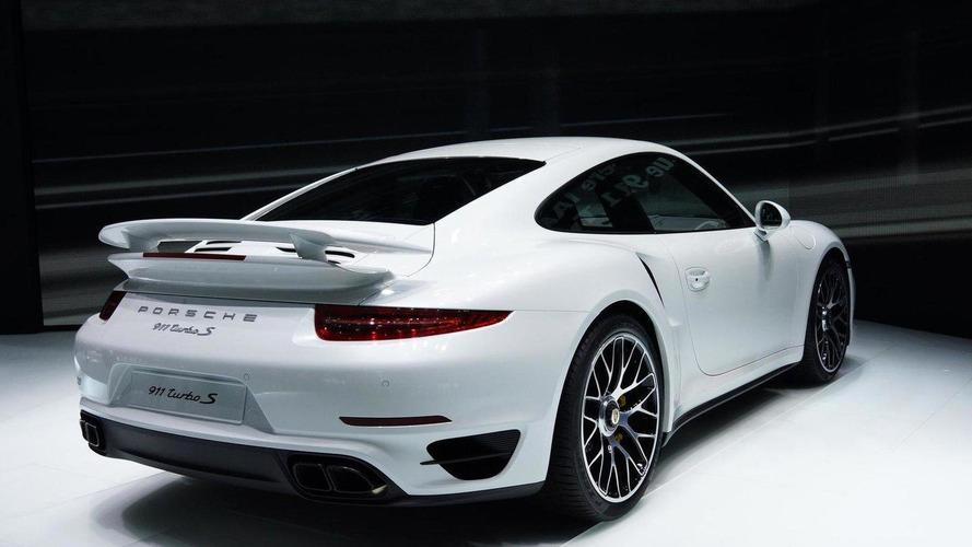 2014 Porsche 911 Turbo S races into Frankfurt [video]