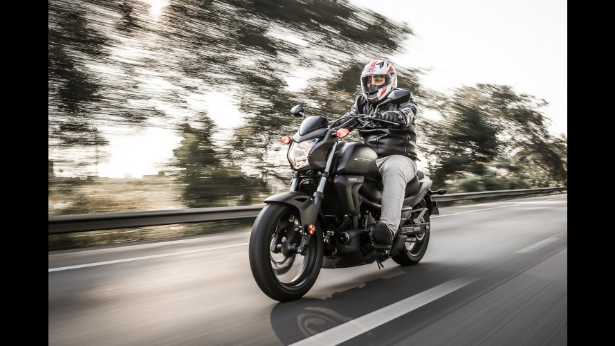 Avaliação: Honda CTX 700N propõe novo conceito de custom
