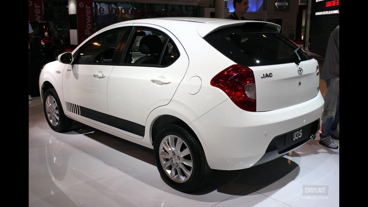 Versão esportiva da linha, JAC J3 Sport chega com preço sugerido de R$ 39.990