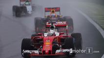 Sebastian Vettel, Ferrari SF16-H, Daniel Ricciardo, Red Bull Racing RB12