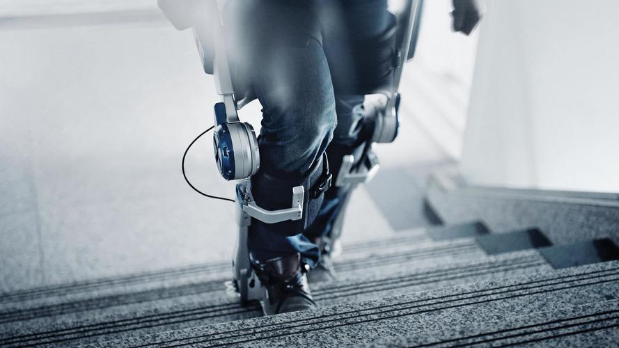 Hyundai's robot exoskeleton makes anyone a superhero