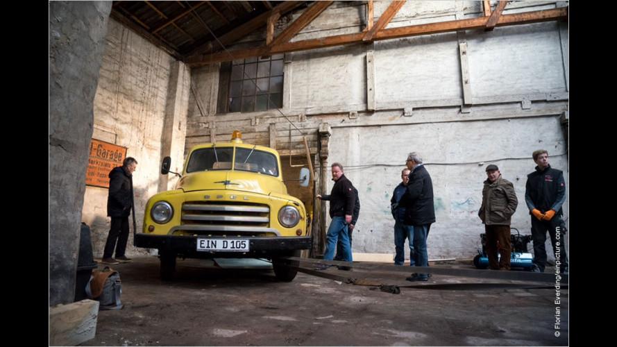 Opel Blitz nach über 30 Jahren in Hinterhof entdeckt