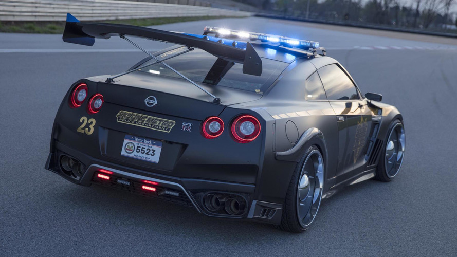 Rendőrruhába bújt a félelmetes Nissan GT-R