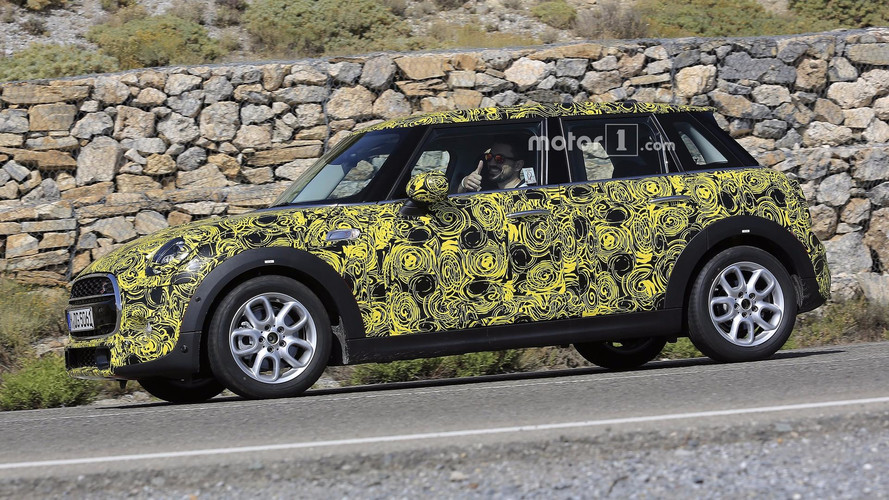 2018 Mini Five-Door Hatch Test Driver Salutes Spy Photographer