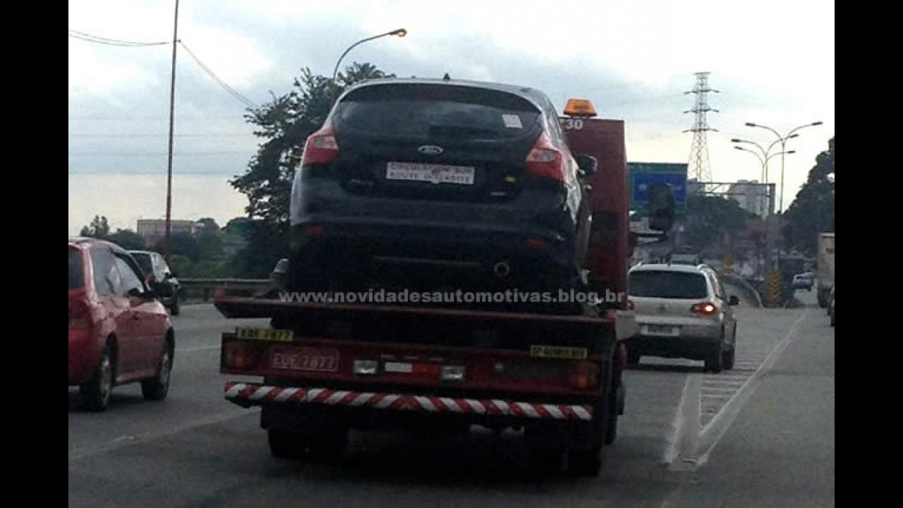 Novo Ford Focus 2013 é flagrado sem camuflagem no Brasil