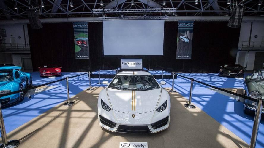 La Lamborghini Huracán du Pape bat tous les records !