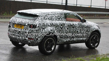 Range Rover LRX spied with new camouflage
