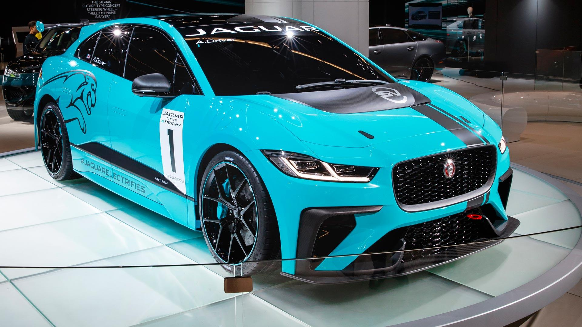debut kwh live debuts with battery from los pace angeles range miles dealership geneva images jaguar i of
