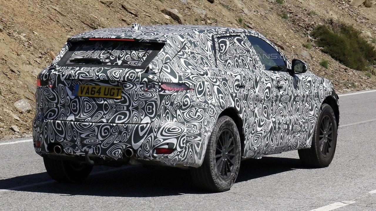 Jaguar F-Pace spy photo