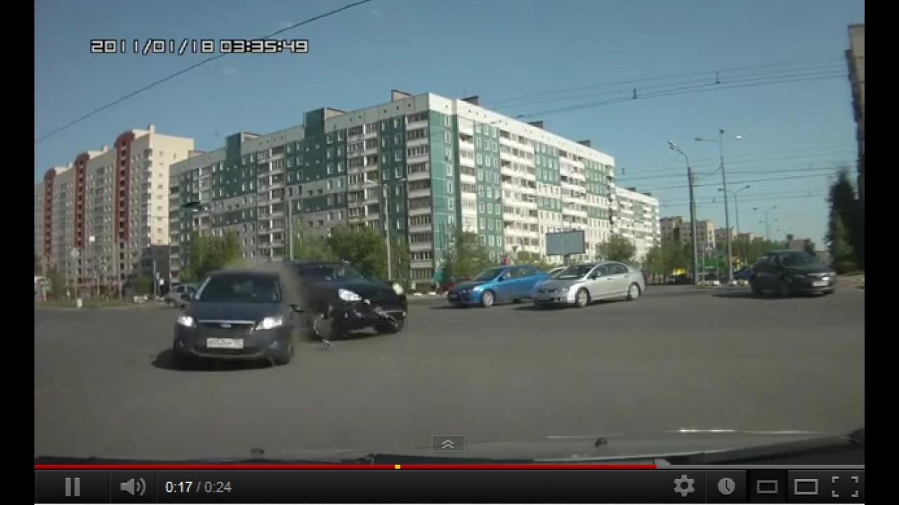 VÍDEO: Respeite o direito de passagem!