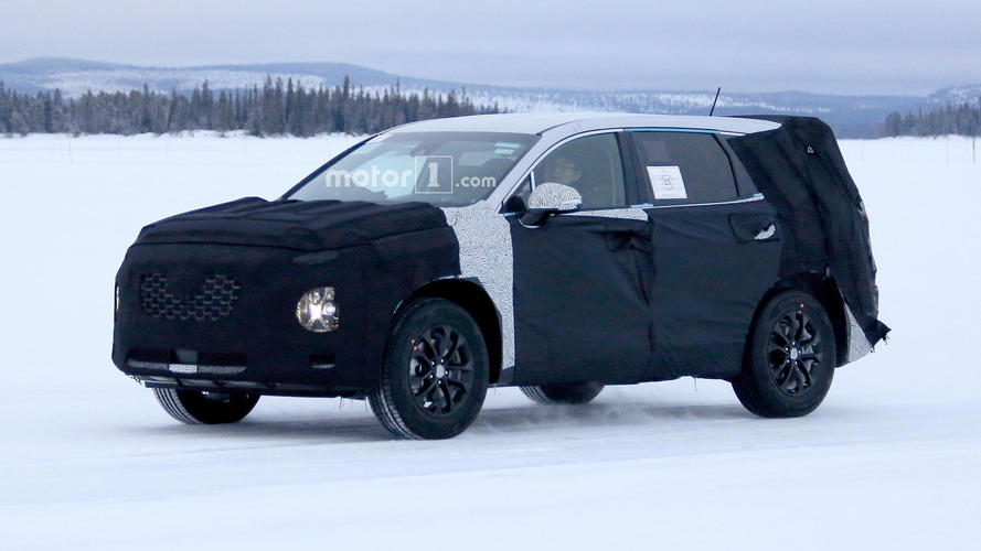 New Hyundai Santa Fe spied trying to hide its rear
