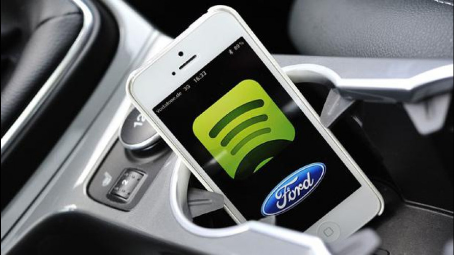 Ford e Toyota le piattaforme per gli smartphone se le fanno in casa