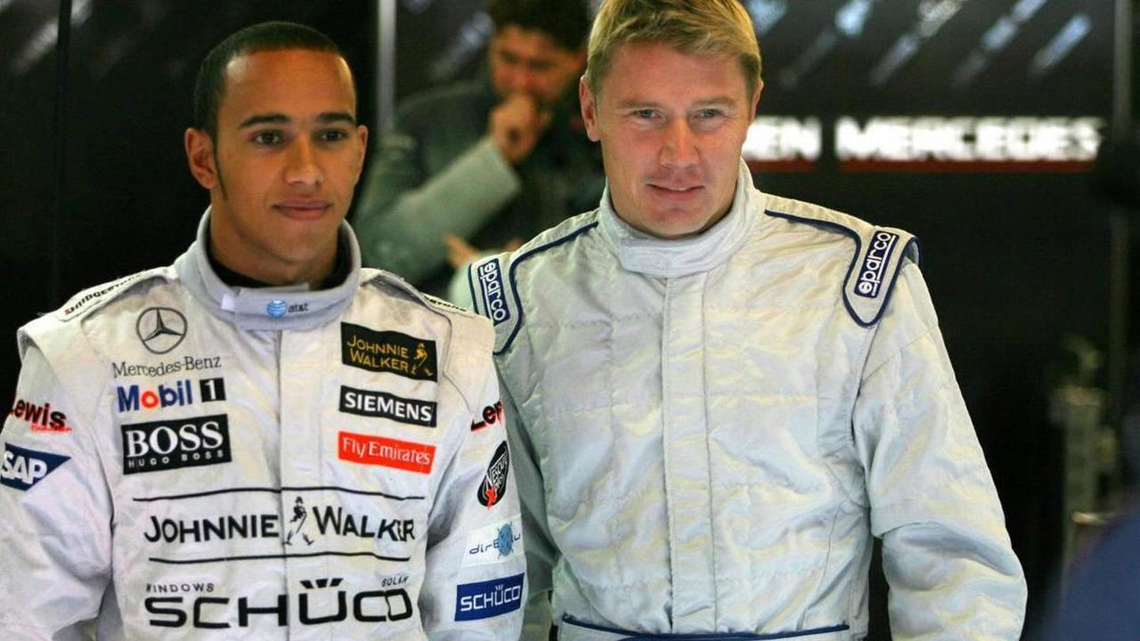 Mika Hakkinen (FIN), Test Driver, McLaren Mercedes with Lewis Hamilton (GBR), McLaren Mercedes - Formula One Testing, Circuit de Catalunya, 30.11.2006 Barcelona, Spain