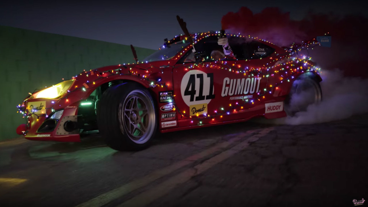 Père Noël en GT86 Ferrari