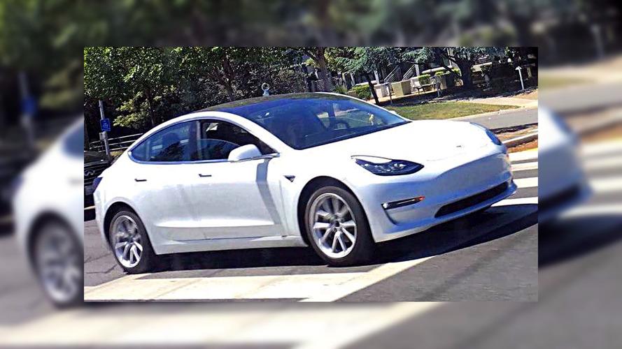 Beyaz renkli Tesla Model 3 görüntülendi