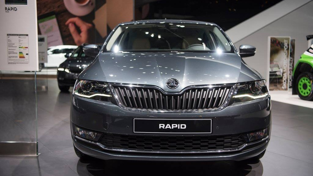 skoda rapid facelift revealed with bi xenon headlights 1 0 tsi. Black Bedroom Furniture Sets. Home Design Ideas