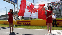 Grid girls with the canadian flag