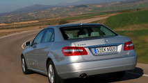 Mercedes E-Class BlueEFFICIENCY adds new entry level CDI and CGI engines