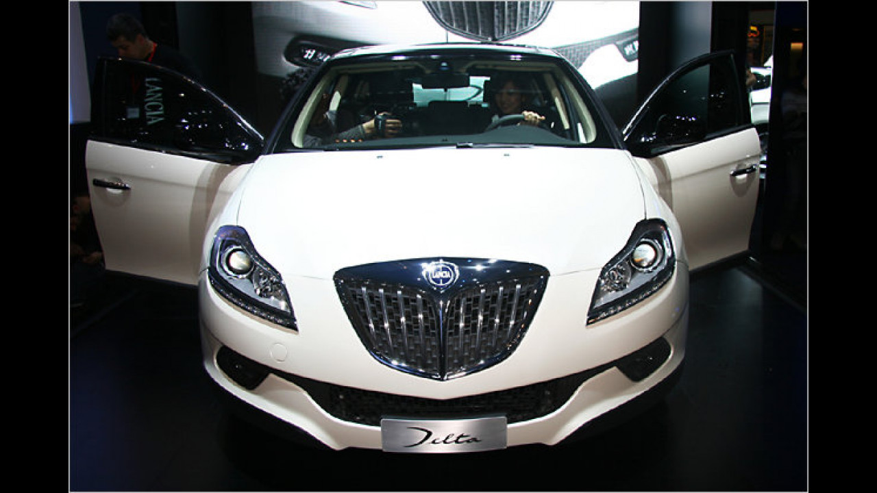 2008 war es soweit: Ein neuer Lancia Delta guckt in Genf neugierig die Messebesucher an