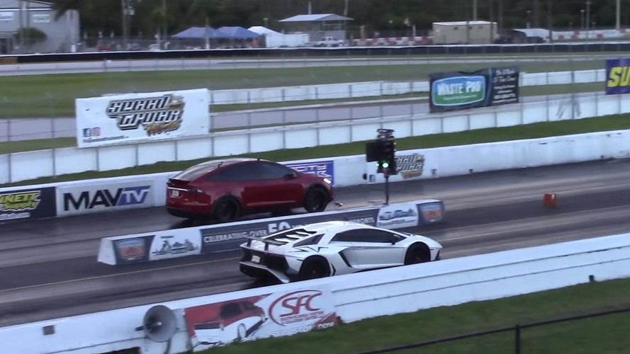 VIDÉO - Quand deux Tesla se frottent à une Aventador SV