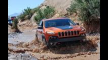 Aventura: de Jeep Cherokee numa das trilhas mais radicais do mundo!